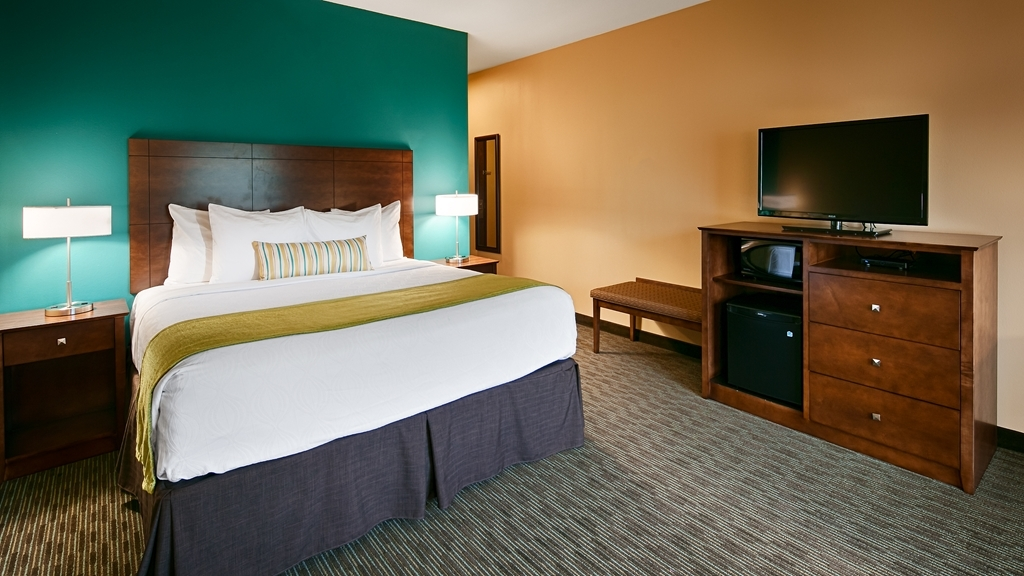 Best Western Plus French Lick - Pull back the covers, hop in and catch your favorite TV show in our executive king room.