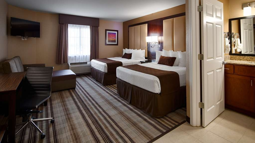 Best Western Plus Crawfordsville Hotel - Two Queen Guest Room