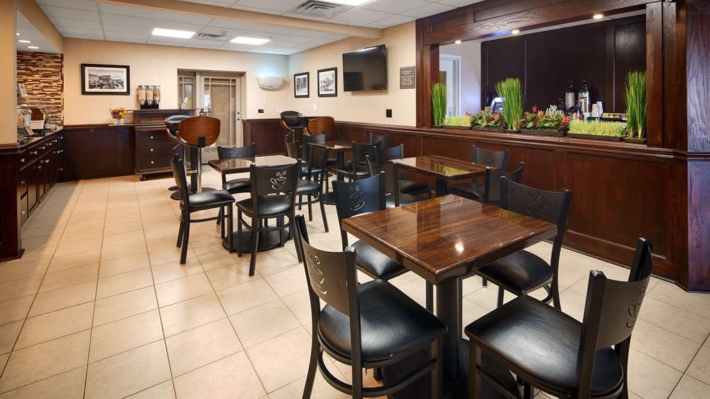 Best Western Plus Crawfordsville Hotel - Breakfast Area