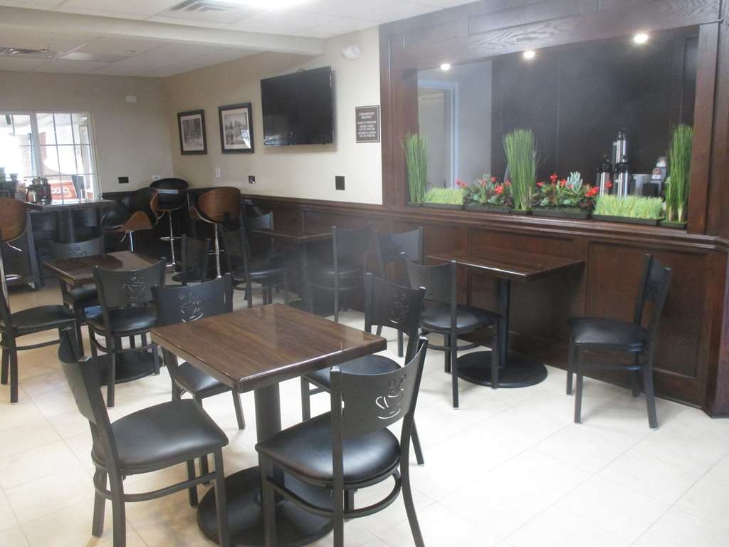 Best Western Plus Crawfordsville Hotel - Breakfast Dining Area