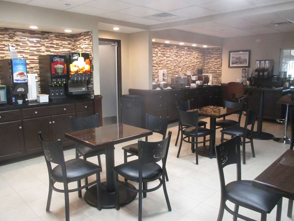 Best Western Plus Crawfordsville Hotel - Breakfast Buffet Area