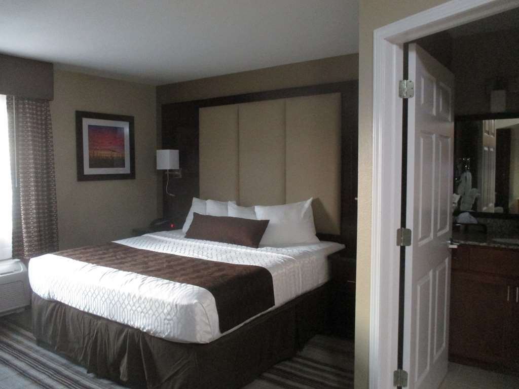 Best Western Plus Crawfordsville Hotel - King Kitchenette Guest Room