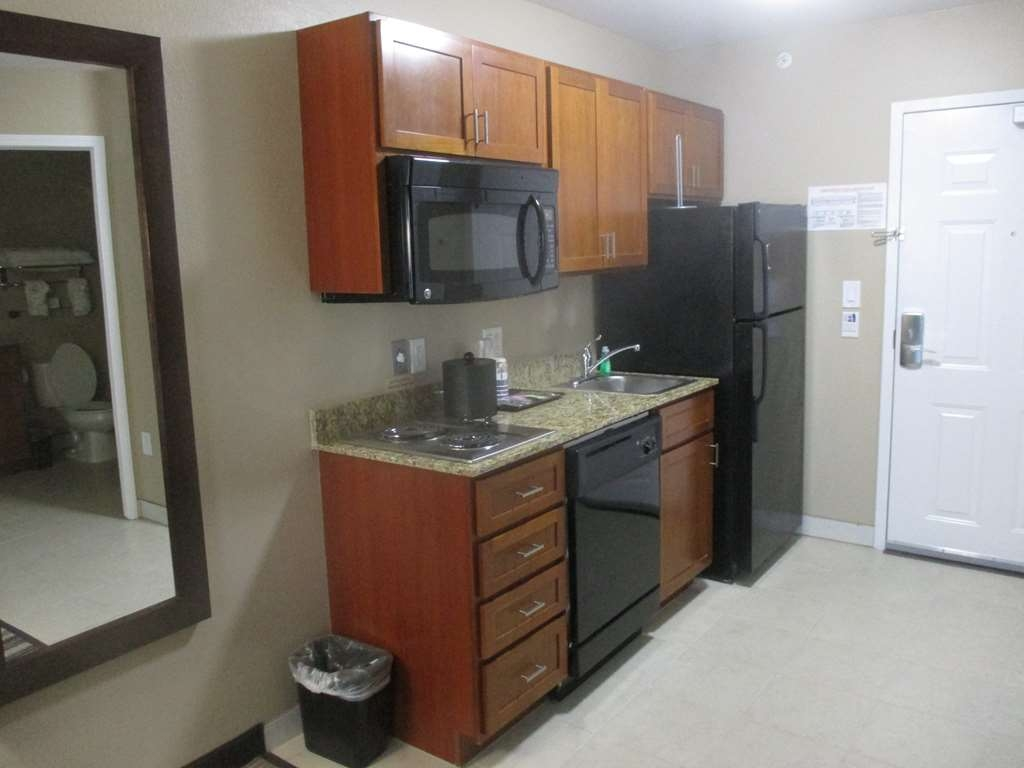 Best Western Plus Crawfordsville Hotel - cuisine/kitchenette