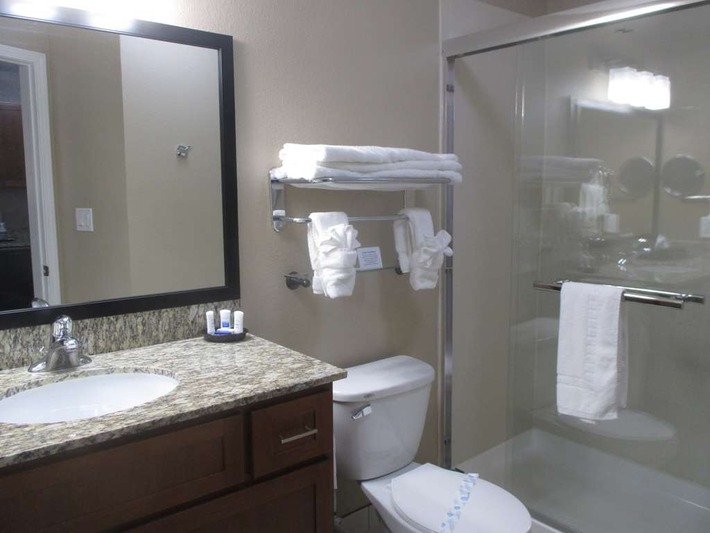 Best Western Plus Crawfordsville Hotel - King Guest Bathroom