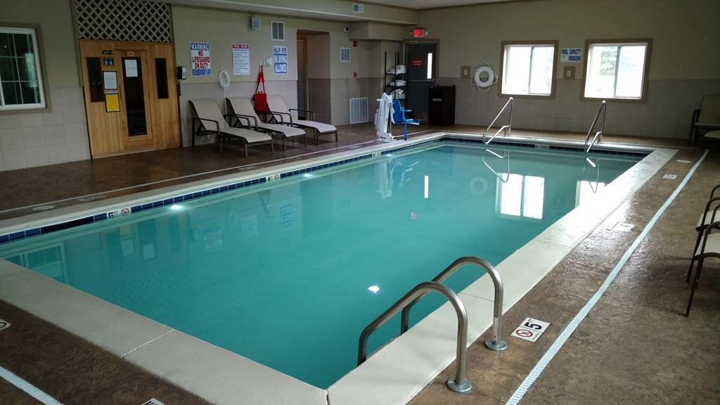Best Western Plus Crawfordsville Hotel - Relax in our spacious indoor pool area.