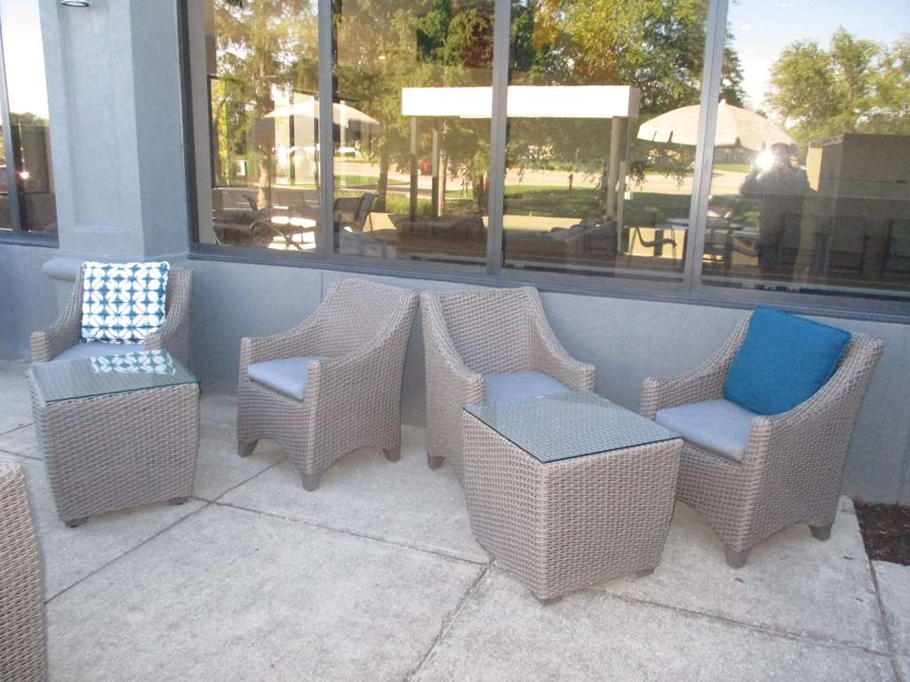 Best Western Plus Indianapolis NW Hotel - Catch up with friends at our outdoor patio with fire pit.