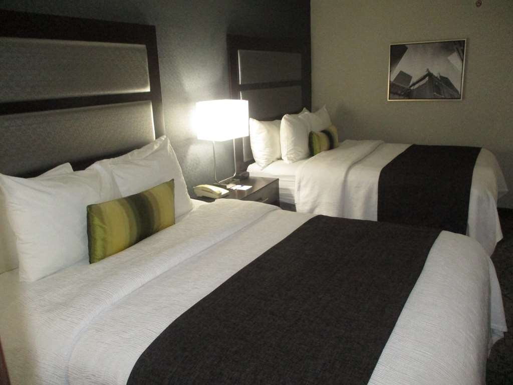 Best Western Plus Indianapolis NW Hotel - Traveling with the kids? No problem, with our large double queen rooms.