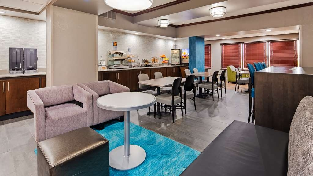 Best Western Plus Indianapolis NW Hotel - Our breakfast room offers plenty of room for couples and smaller groups.