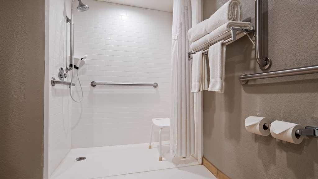 Best Western Plus Indianapolis NW Hotel - Bathroom