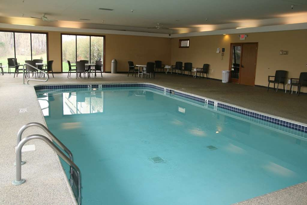 SureStay Plus Hotel by Best Western Batesville - Vue de la piscine