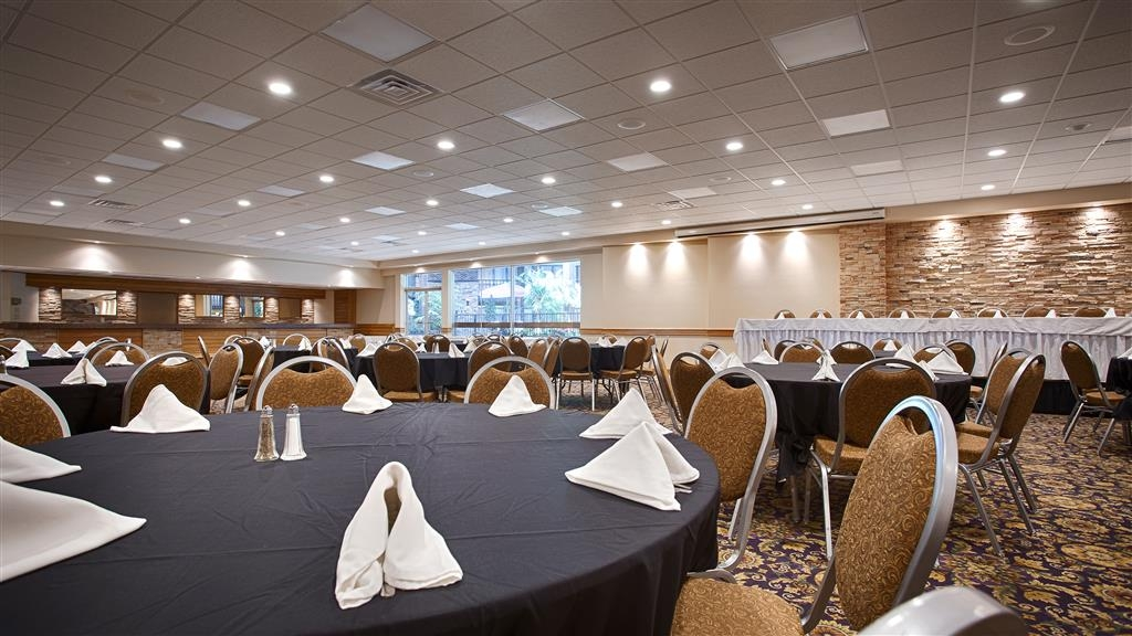 Best Western Starlite Village - Whether it's for business or wedding, large or small, our spacious meeting rooms and responsive staff can help you make your next event a success.