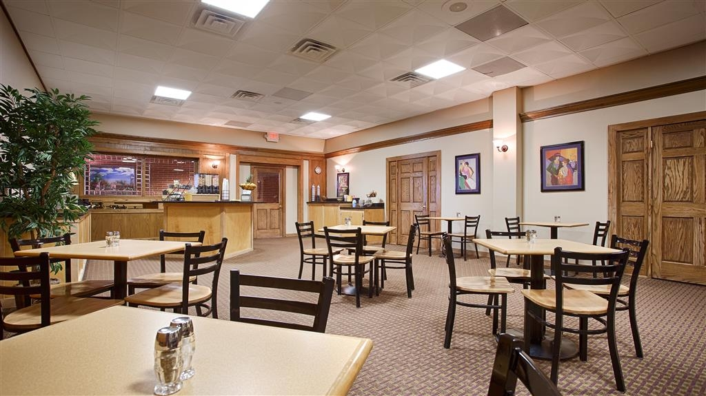 Best Western Starlite Village - Our spacious breakfast room offers a variety of options to start your day right.
