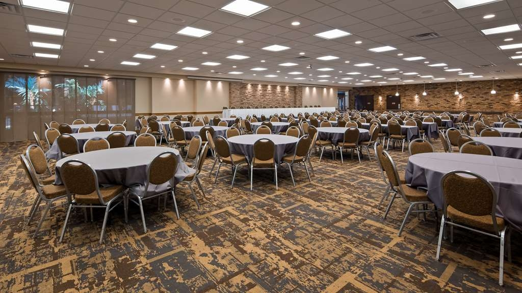 Best Western Starlite Village - Our professional staff is here to go above and beyond your expectations to ensure your event is perfect.