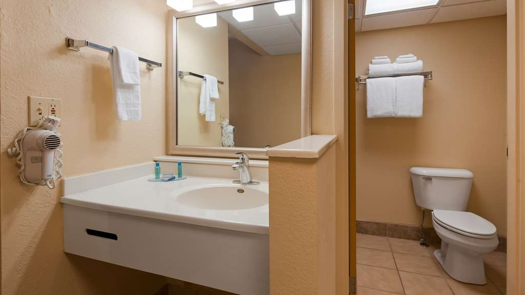 Best Western Starlite Village - Vanity in Double Queen room.