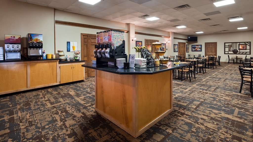 Best Western Starlite Village - Enjoy a balanced and delicious breakfast with choices for everyone.