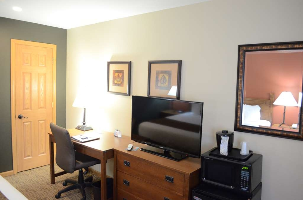 Best Western Starlite Village - Our Timber Club Business King rooms feature desk, microwave and refrigerator, closet and flat screen television.