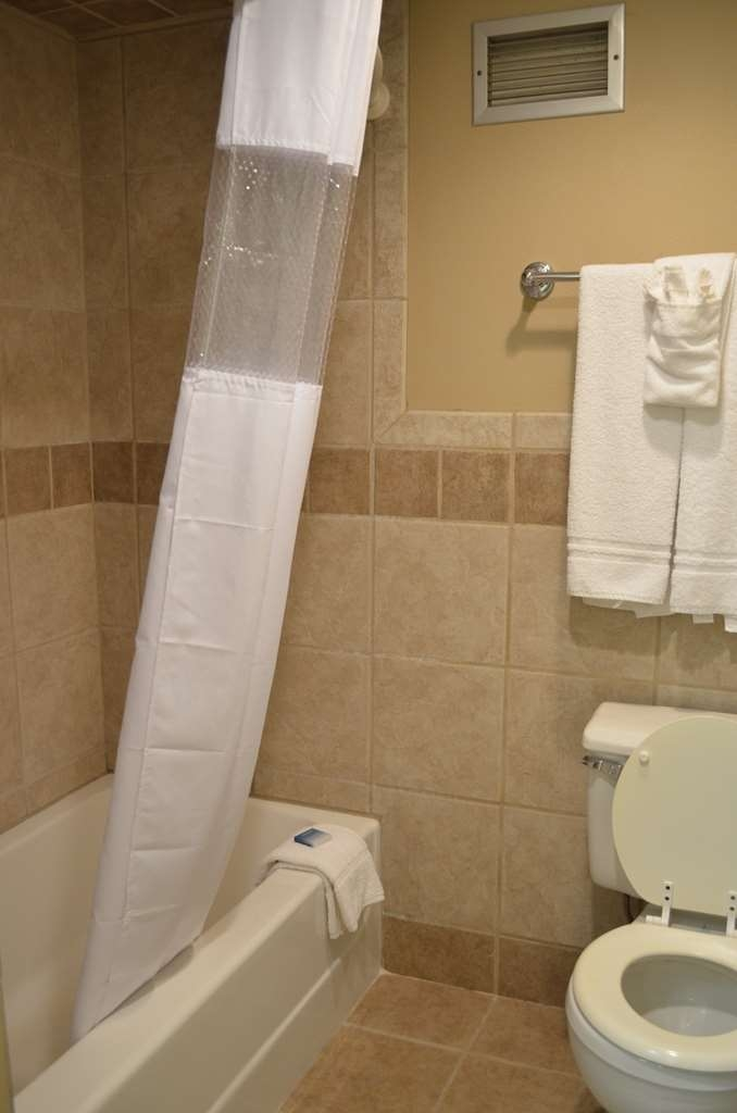 Best Western Starlite Village - Queen plus sofa sleeper bathroom