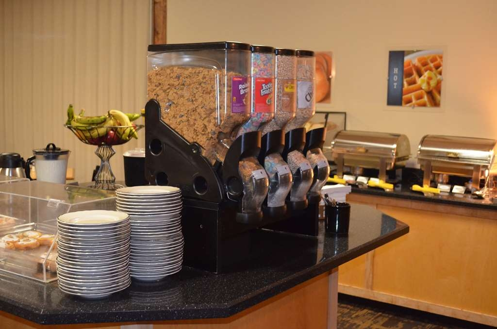 Best Western Starlite Village - Take your pick from an assortment of cereal offerings.