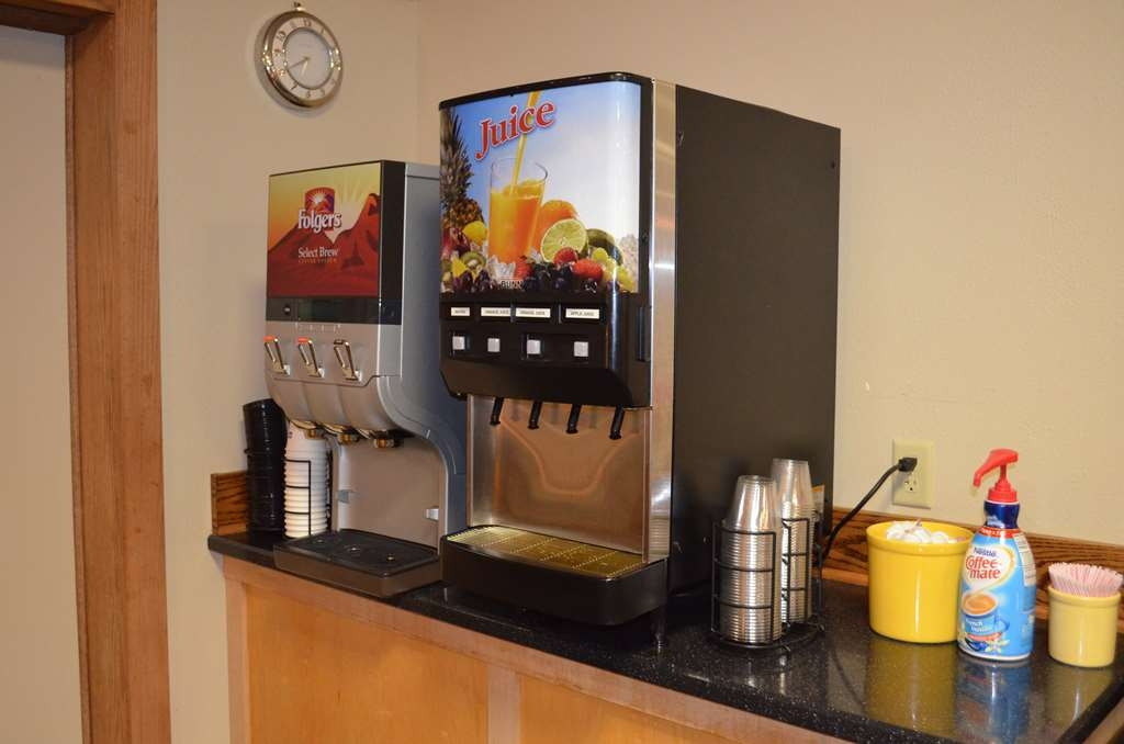 Best Western Starlite Village - Start your morning with a cup of hot coffee or a cool glass of juice in our breakfast area.