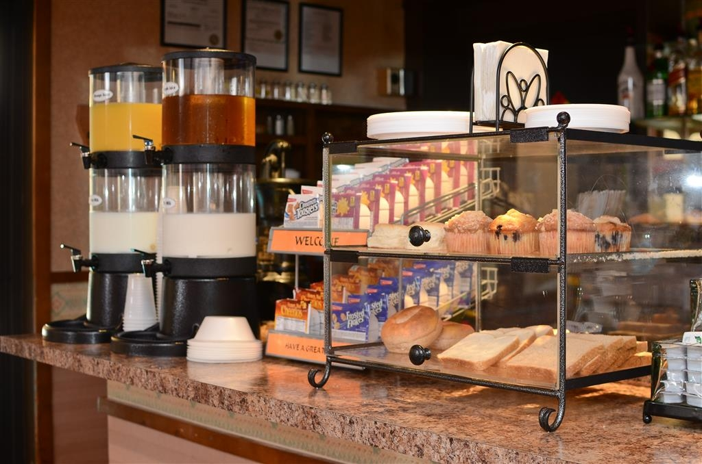 Best Western La Grande Hacienda - We offer a selection of juices, milk, and cereal!