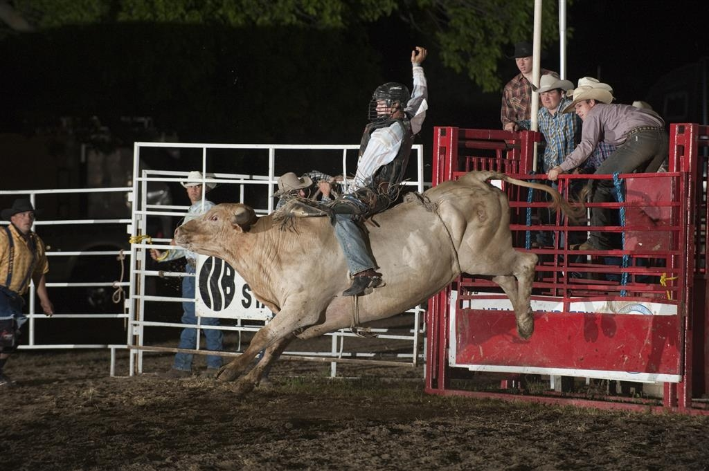 Best Western La Grande Hacienda - Thousands of rodeo enthusiasts travel to Cherokee, IA every summer for the exciting Cherokee PRCA Rodeo.
