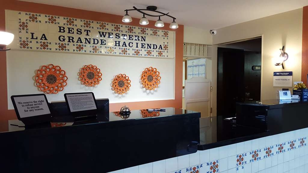 Best Western La Grande Hacienda - reception
