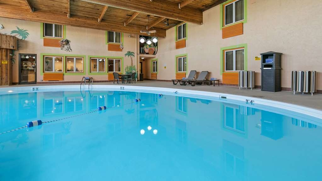 Best Western La Grande Hacienda - The indoor pool is perfect for swimming laps or taking a quick dip.