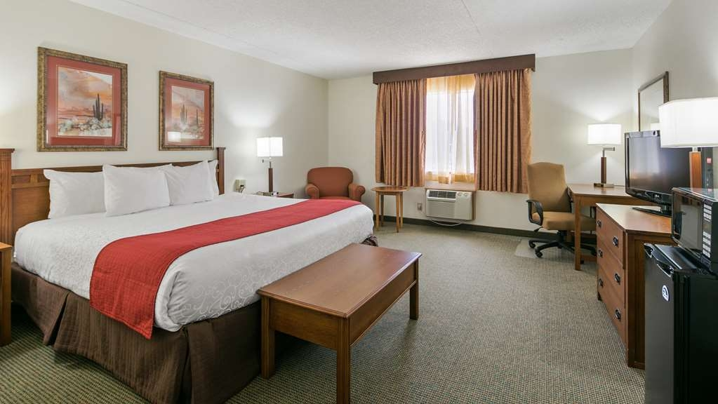 Best Western La Grande Hacienda - Your comfort is our first priority. In our one king guest room, you will find that and much more.