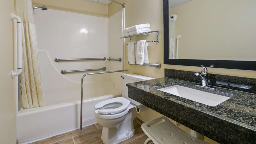 Best Western La Grande Hacienda - We've designed our ADA mobility accessible rooms to make our guests with disabilities feel more comfortable.