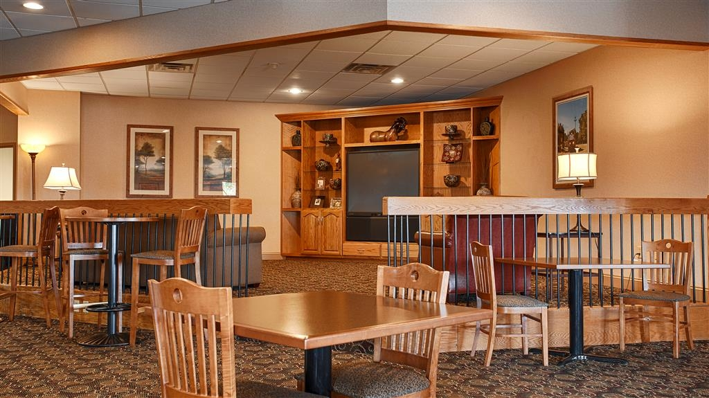 Best Western Crossroads of the Bluffs - Dining Area