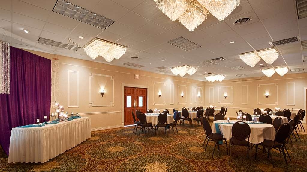 Best Western Plus Longbranch Hotel & Convention Center - Ballroom