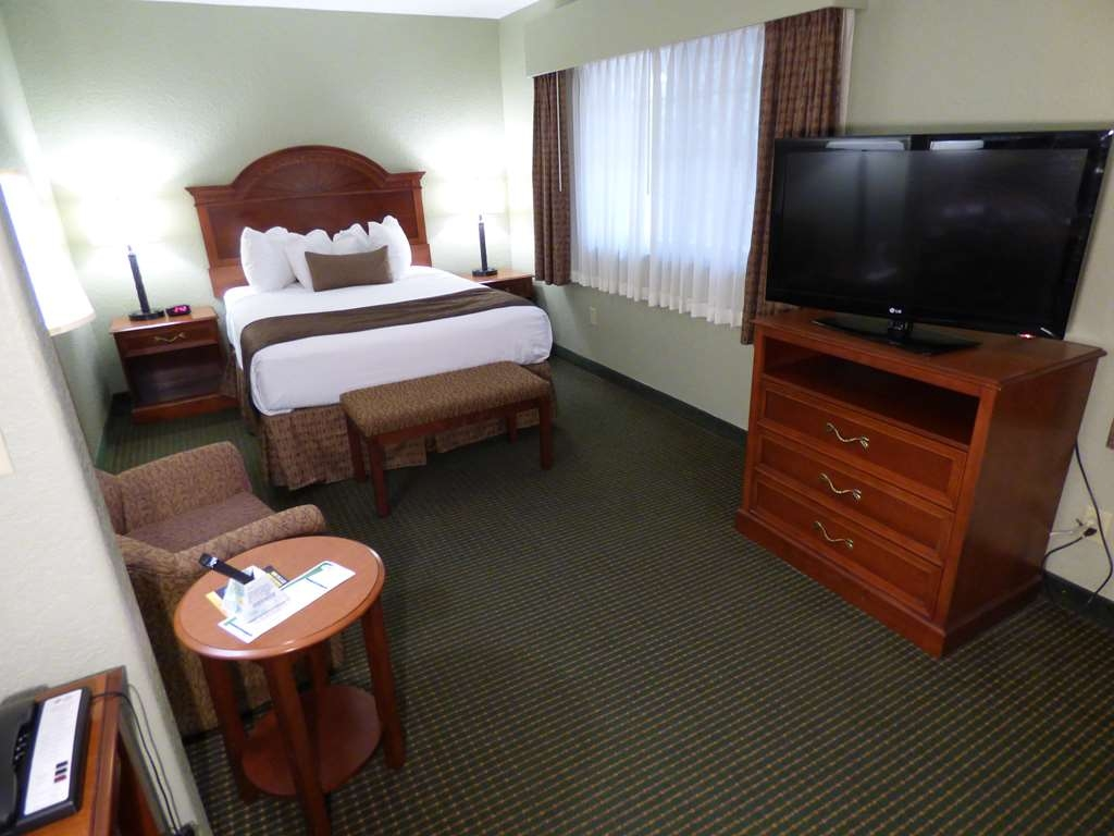 Best Western Plus Longbranch Hotel & Convention Center - Suite