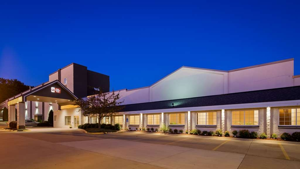 Best Western Plus Longbranch Hotel & Convention Center - Façade