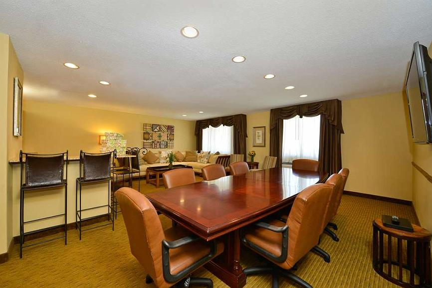 Astonishing Hotel In Dubuque Best Western Plus Dubuque Hotel Beutiful Home Inspiration Cosmmahrainfo