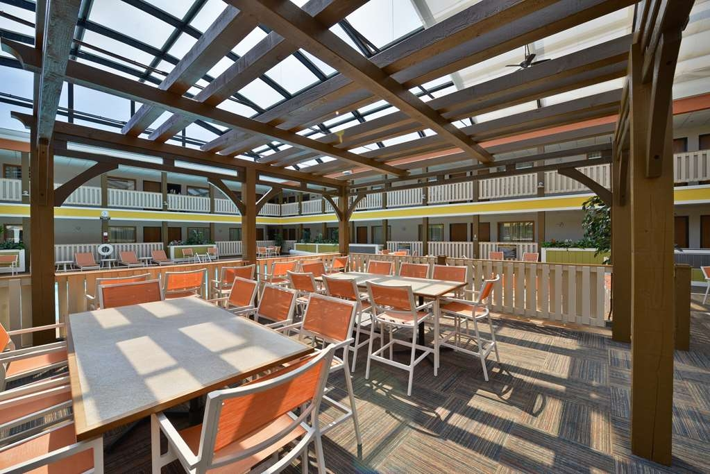 Best Western Plus Dubuque Hotel & Conference Center - Our pergola is great for relaxing in our atrium.