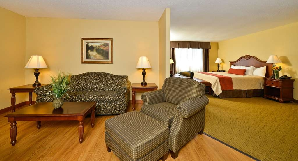 Best Western Plus Dubuque Hotel & Conference Center - Enjoy one of our many relaxing suites.