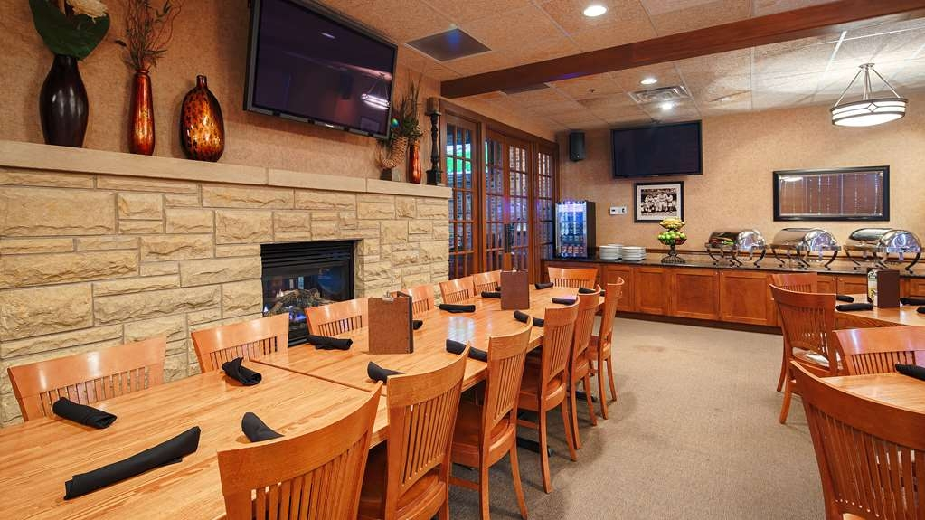 Best Western Plus Dubuque Hotel & Conference Center - Our club room is perfect for team dinners or special events.