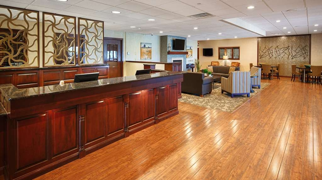 Best Western Plus Dubuque Hotel & Conference Center - Welcome to the front desk and lobby area.