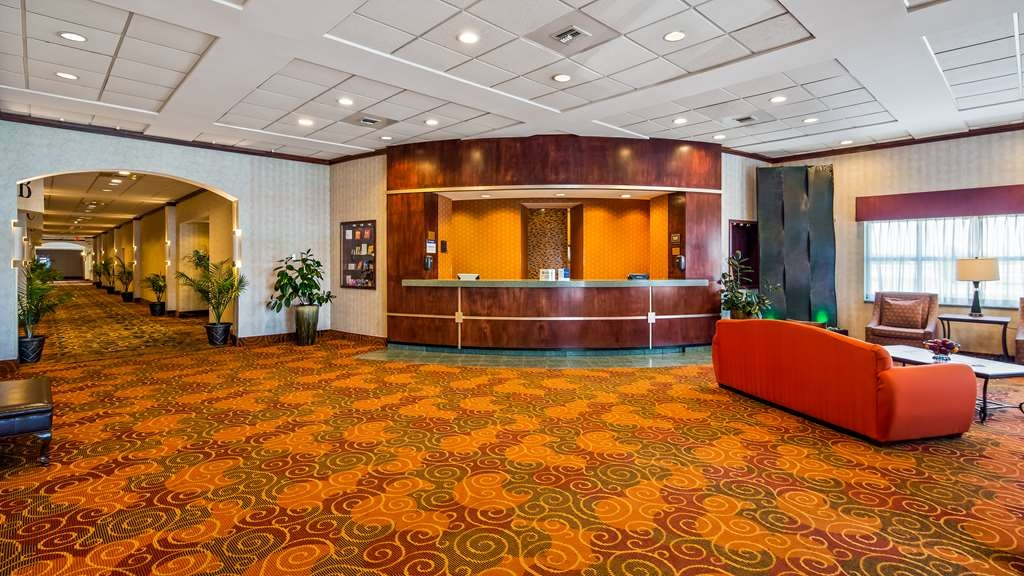 Best Western Regency Inn - We have a spacious friendly front desk awaiting your arrival!