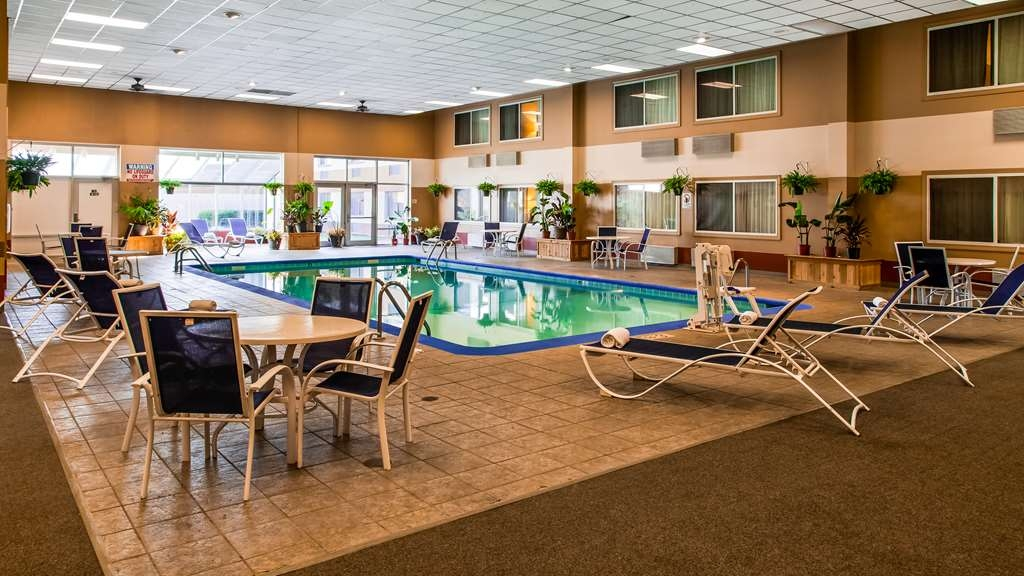 Best Western Regency Inn - Vue de la piscine