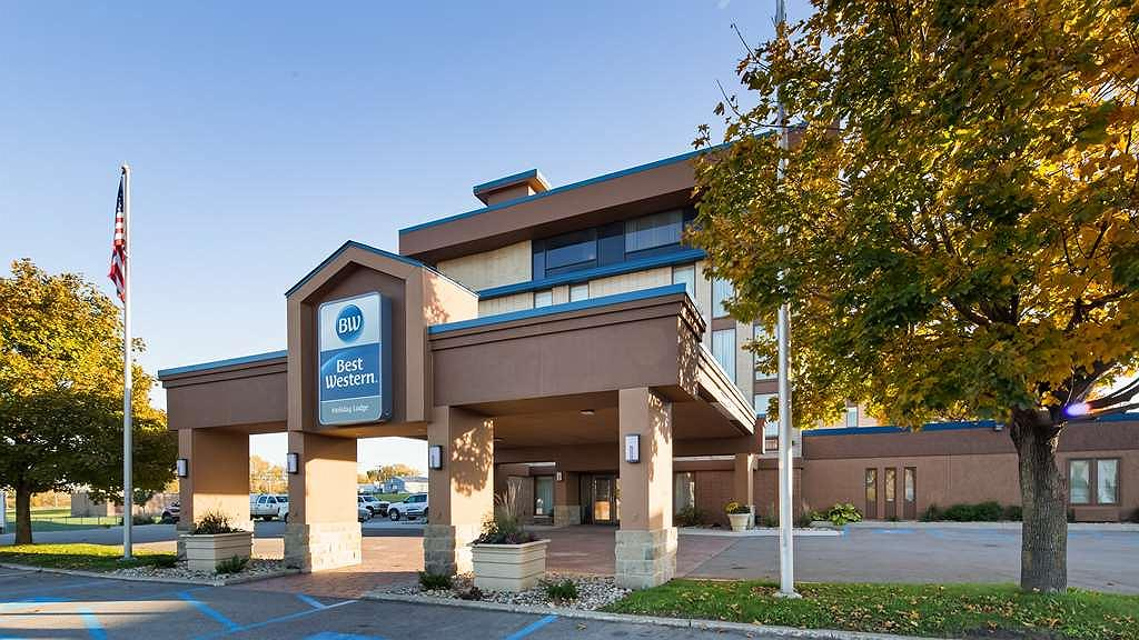 Best Western Holiday Lodge - Best Western Holiday Lodge is located one mile from Mason City Municipal Airport off EXIT 194. Free shuttle available!