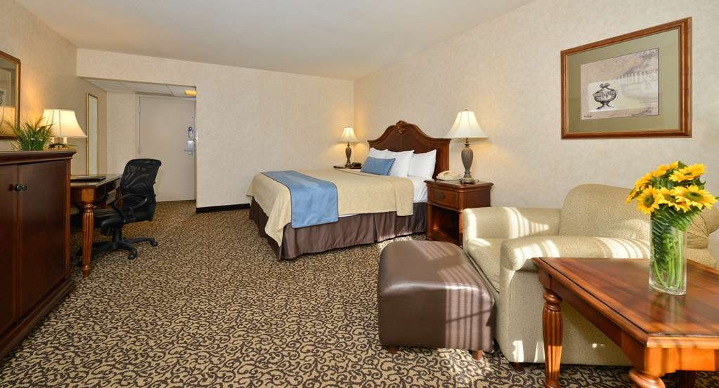 Best Western Plus Steeplegate Inn - Our well appointed king room is spacious to fit all needs, business or leisure at Best Western Plus SteepleGate Inn located in Davenport, IA.