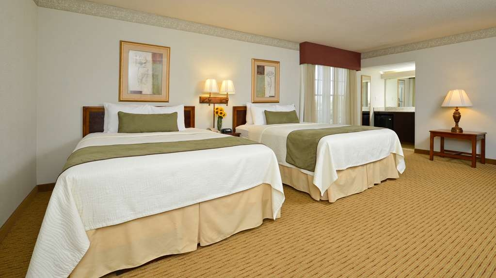 Best Western Plus Steeplegate Inn - Whether you prefer poolside or away from the pool our double queen rooms are spacious for your family weekend staycation.