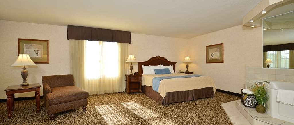 Best Western Plus Steeplegate Inn - Suite
