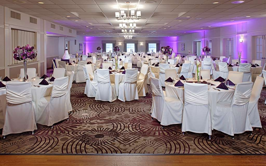 Best Western Plus Steeplegate Inn - Allow our professional staff to take care of you and your party in our newly remodeled ballroom at Best Western Plus SteepleGate Inn located in Davenport, IA.
