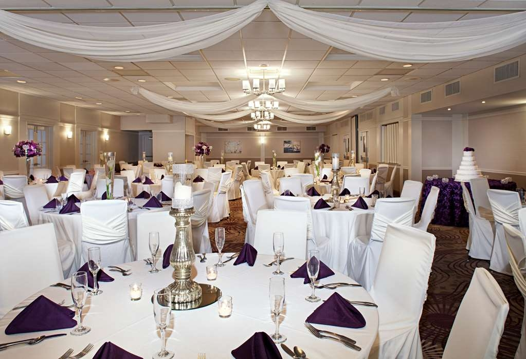 Best Western Plus Steeplegate Inn - We offer elegant and cost effective wedding receptions at The Best Western Plus SteepleGate Inn in Davenport, Ia.