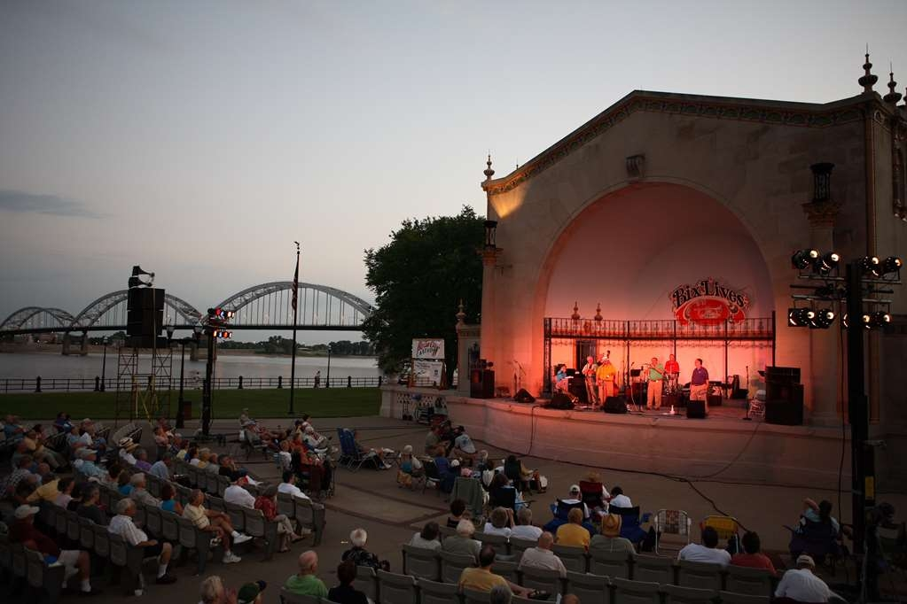 Best Western Plus Steeplegate Inn - We have many festivals and events near the Mississippi River. A perfect location for fun!