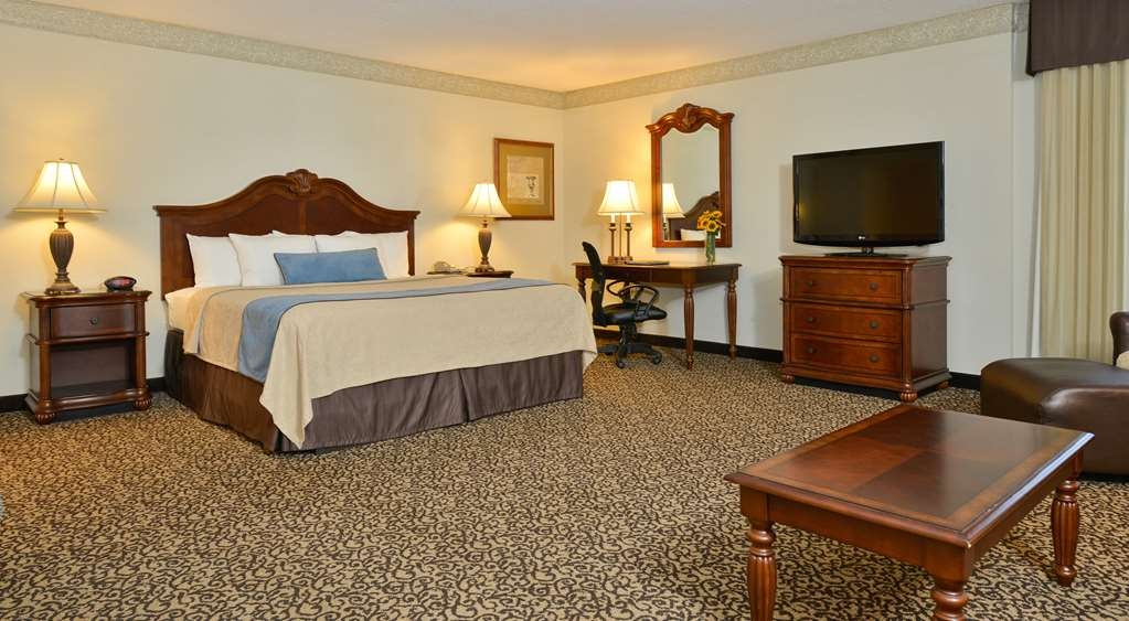 Best Western Plus Steeplegate Inn - Executive King Suite is a large spacious room for working and a Jacuzzi® tub for relaxing.