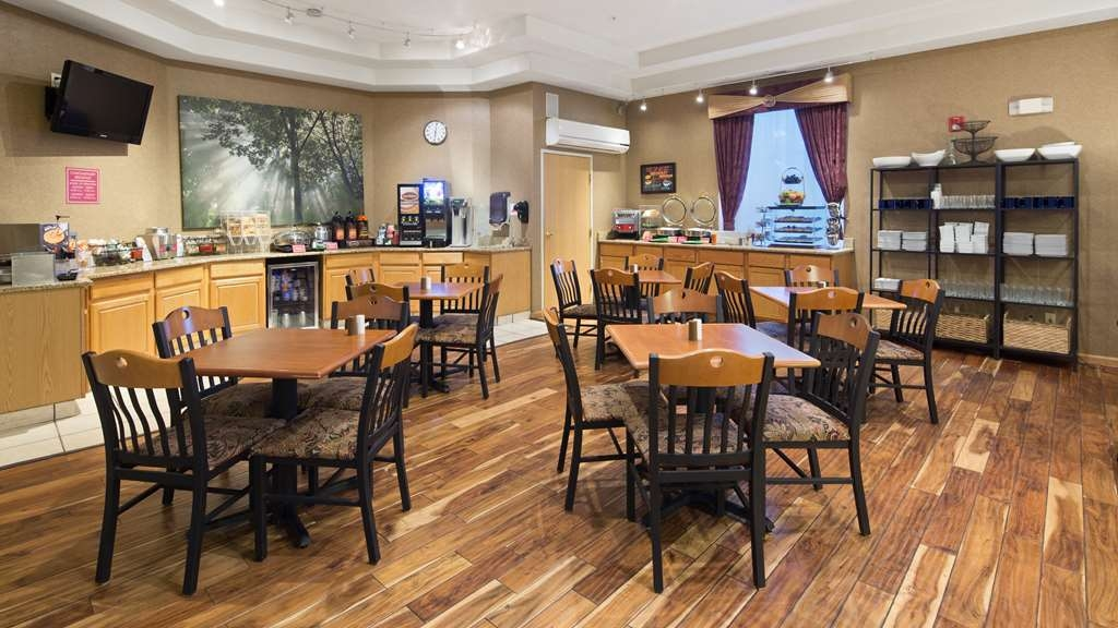 Best Western Plus Des Moines West Inn & Suites - Enjoy a balanced and delicious breakfast with choices for everyone.