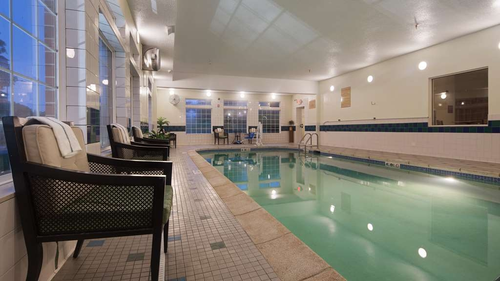 Best Western Plus Des Moines West Inn & Suites - Piscina